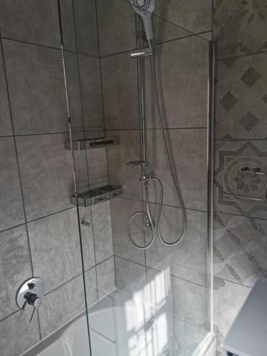 replacement bathtub and shower